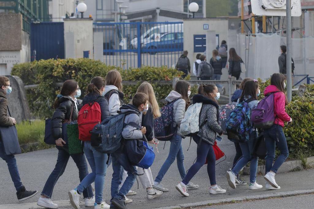 فرانسه زبان فراگیر را در آموزش ملی وتو می کند