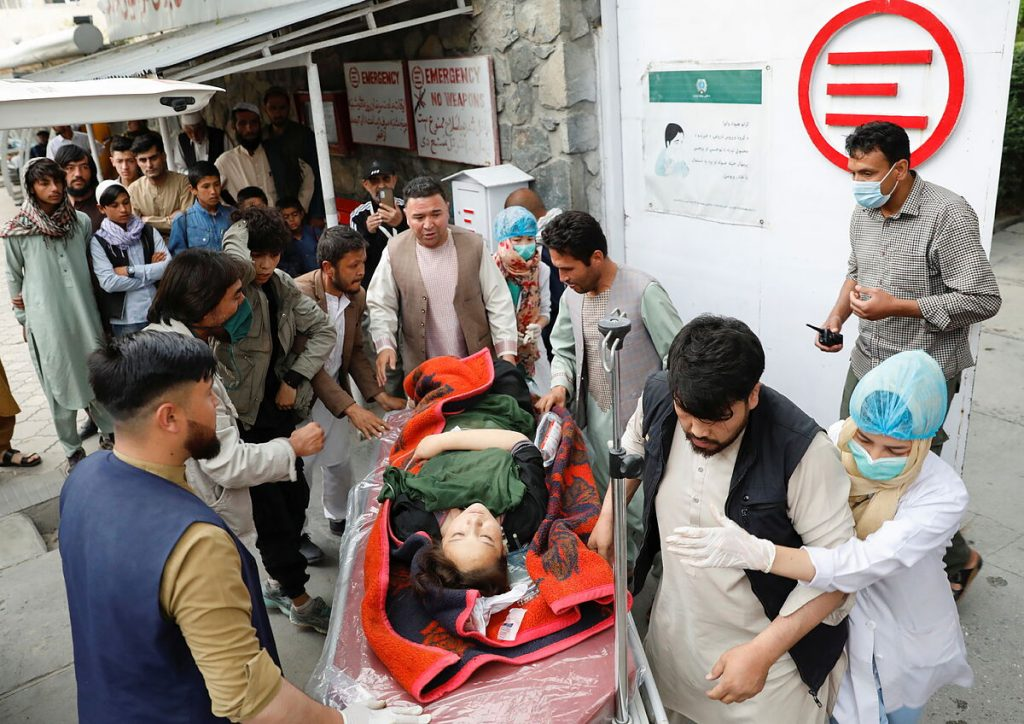 دست کم 40 نفر در حمله ای نزدیک مدرسه دخترانه در کابل کشته شدند