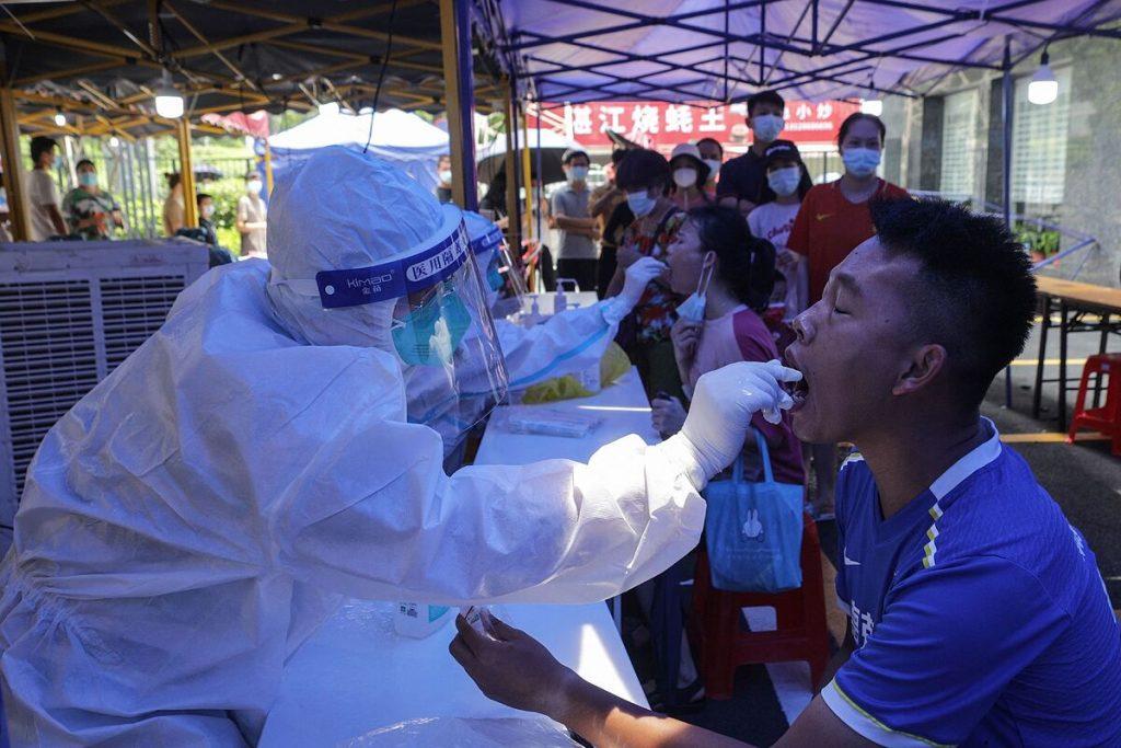 """پروازها لغو و خیابان ها بسته شدند: چین """"حالت جنگ"""" علیه ویروس کرونا را در گوانگژو فعال می کند"""