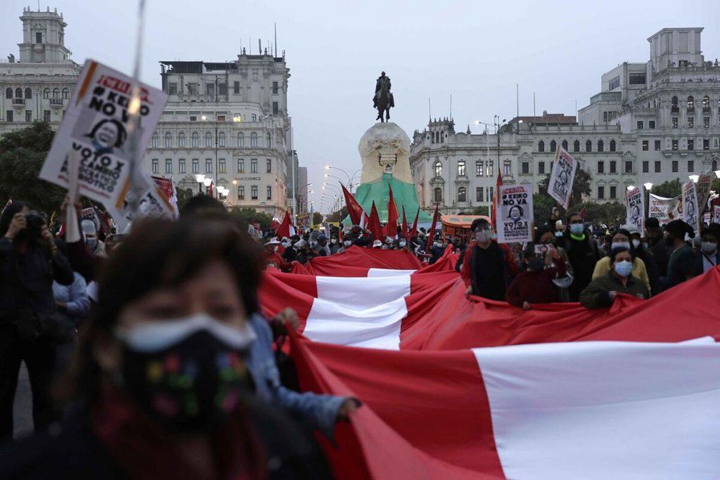پرو ، مبارزات انتخاباتی را که توسط شخصیت های عظیم در همه گیر مشخص شده است ، می بندد