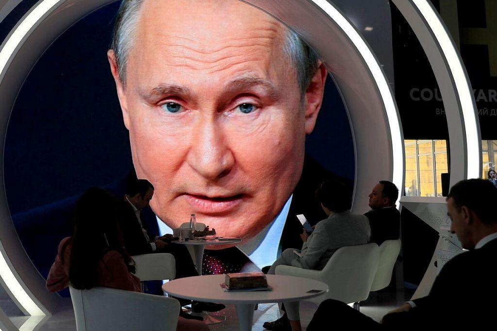 پوتین آواز پیروزی بر ویروس کرونا می خواند و روسیه را در ماه ژوئیه برای گردش واکسن باز می کند