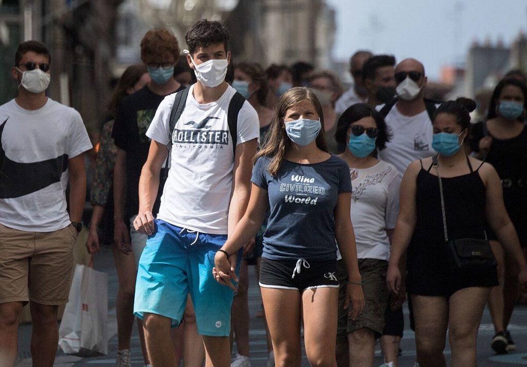 فرانسه ممنوعیت رفت و آمد را لغو می کند و به او اجازه می دهد بدون ماسک برود