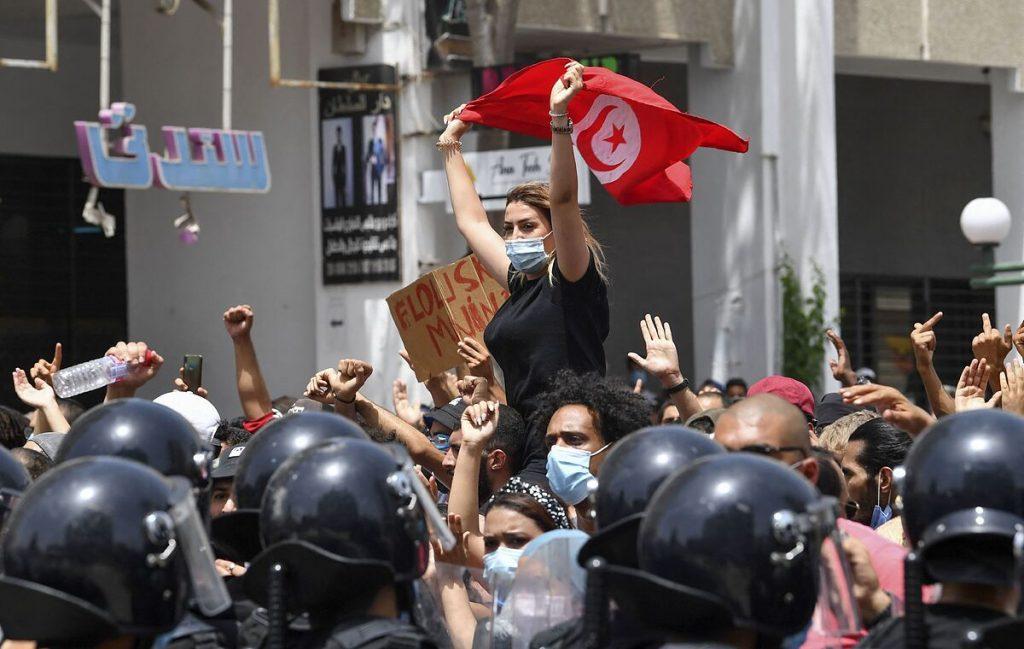 هزاران تونسی علیه رهبران خود تظاهرات کردند