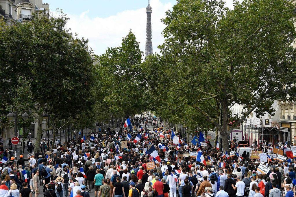 سومین شنبه متوالی تظاهرات در فرانسه علیه کارت بهداشت