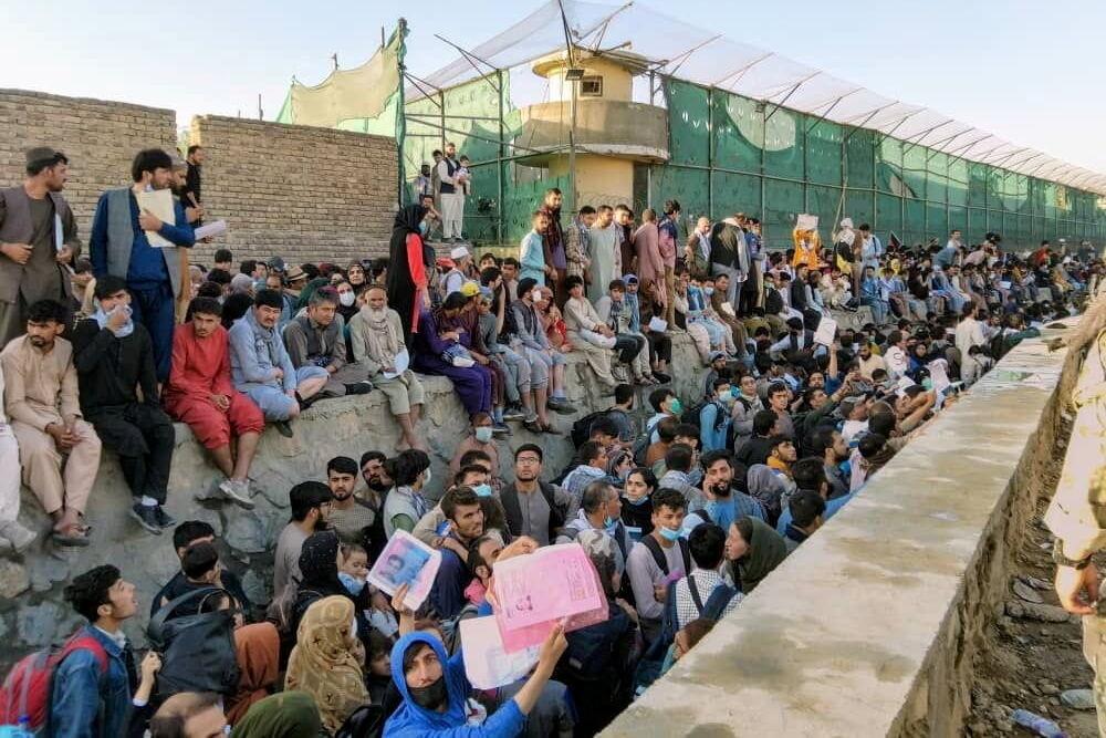 """کشورهای غربی از خطر """"قریب الوقوع"""" تروریست ها در فرودگاه کابل هشدار می دهند"""