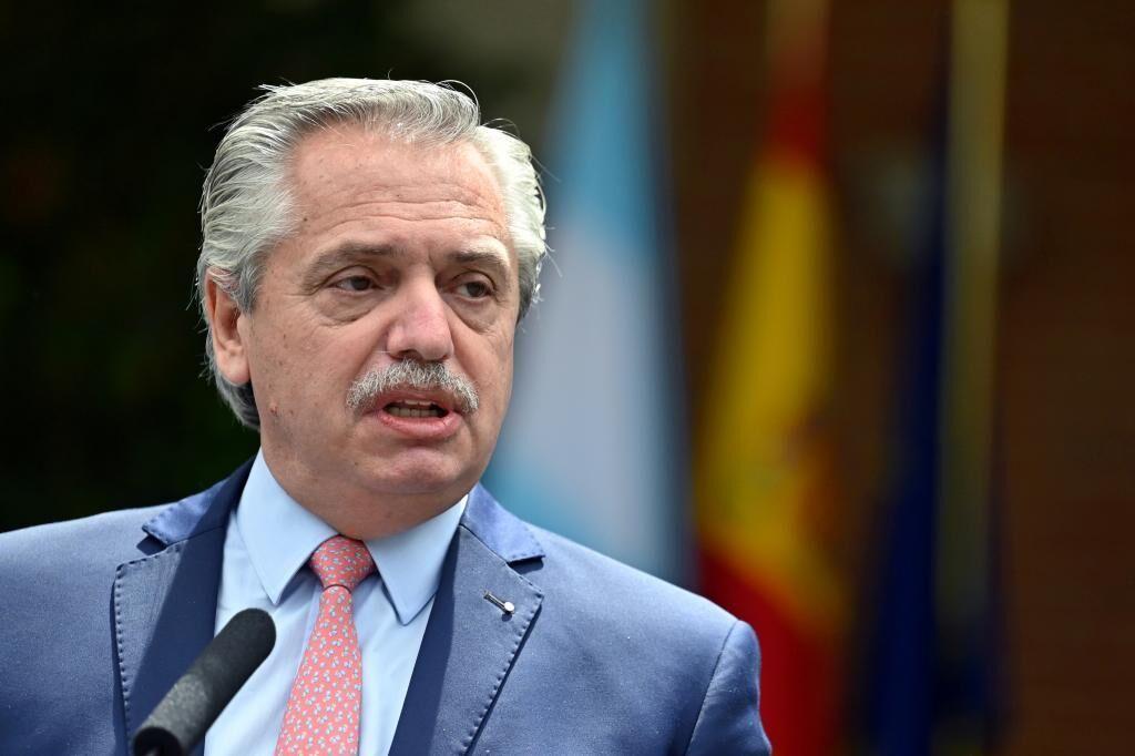 آلبرتو فردس جایگزین شش وزیر می شود ، اما وزیرانی را که کریستینا کرشنر دستور داد استعفا دهد ، حفظ می کند