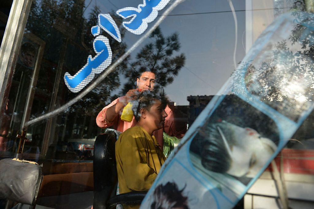 """طراحان آرایشگاه زنانه: """"به ما دستور داده شده است که ریش زدن را متوقف کنیم"""""""