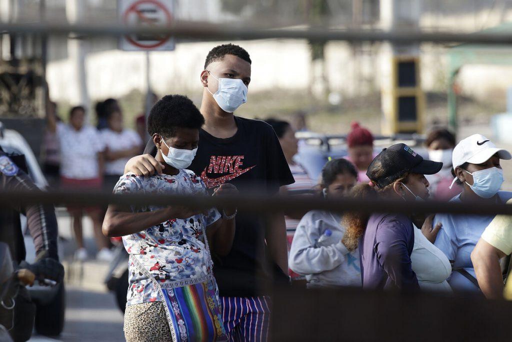 پس از کشته شدن 116 زندانی در ناآرامی ها علیه گروه های رقیب ، اکوادور در زندان ها حالت فوق العاده اعلام کرد